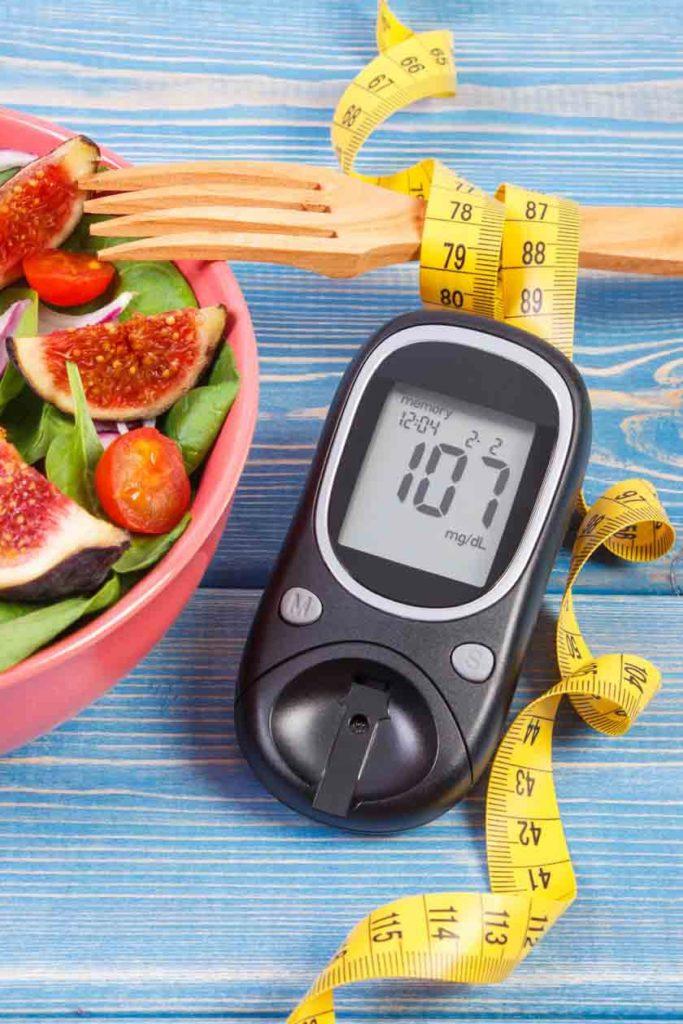Blutzuckermessgerät und gesunde Lebensmittel – unerlässlich bei Diabetes