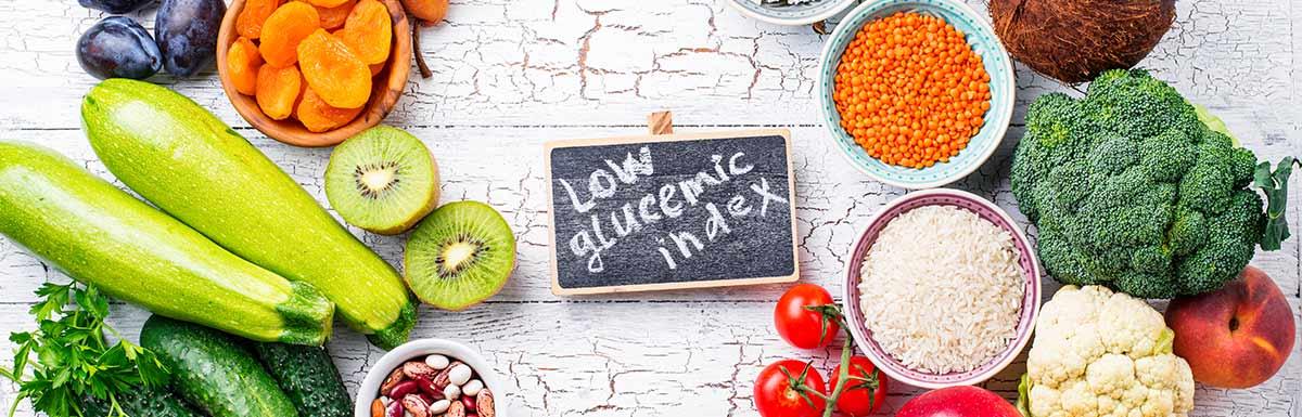 Lebensmittel und eine Tafel mit Glykämischem Index