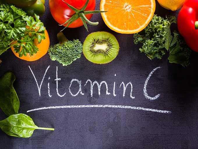 Vitamin C und andere Vitamine sollten Diabetiker regelmäßig in ihre Ernährung integrieren.